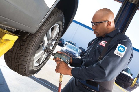 Customers can now choose their neighborhood Pep Boys for the fast, convenient and professional installation of any brand of tires they purchase on Amazon.com. (Photo: Business Wire)