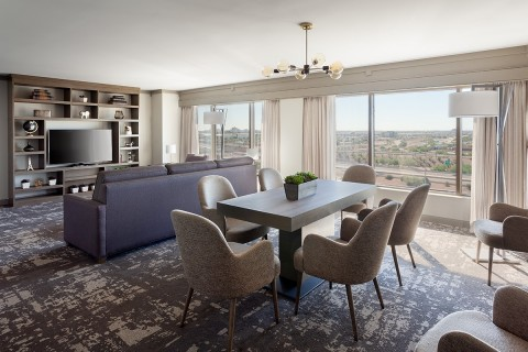 Phoenix Airport Marriott just completed Phase I of its renovation, including all guest rooms and suites. (Photo: Business Wire)
