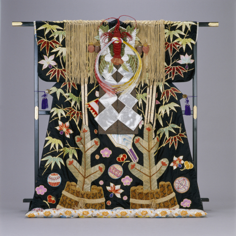 Ornate and gorgeous costume matching the celebratory nature of the Japanese New Year holidays used in Kabuki, a traditional form of classical Japanese dance and drama. (Photo: Business Wire)