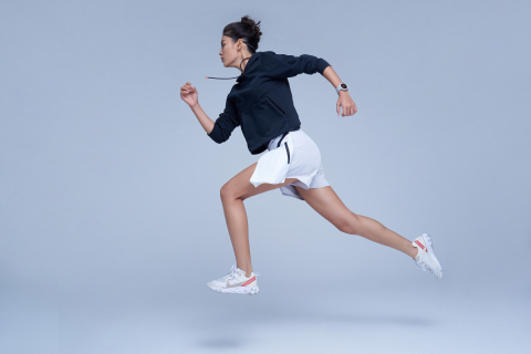 The Amazfit Verge smartwatch tracks more than 10 different sports including running, cycling, tennis, soccer, skiing and more. (Photo: Business Wire)