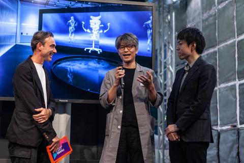 "The KOKUYO ""360° Gliding Chair ing"" team at the award ceremony, Yojiro Kinoshita (middle, developer) and Tomoyuki Kobayashi (right, designer) (Photo: Business Wire)"