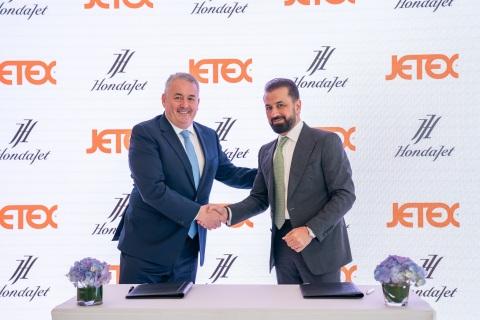 Adel Mardini of Jetex signs with Simon Roads of Honda Aircraft Company (Photo: AETOSWire)