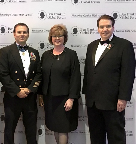 From left to right: Chief Special Warfare Operator (SEAL) Edward C. Byers Jr., United States Navy, Eileen McDonnell, Chairman and CEO of Penn Mutual, Bob Daniels of Chairman, Ben Franklin Global Forum (Photo: Business Wire)