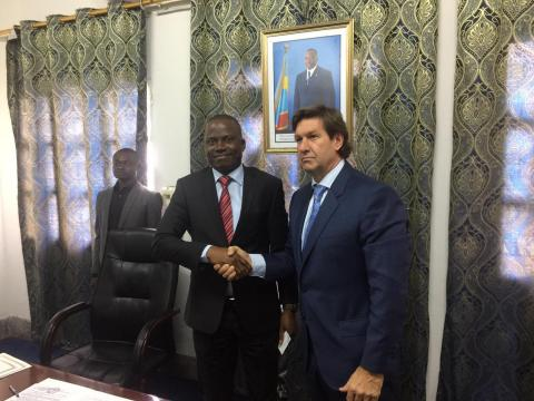 CEO of Instadose Pharma Grant Sanders meeting with the Vice Minister of agriculture of the Democratic Republic of the Congo (Photo: Business Wire)