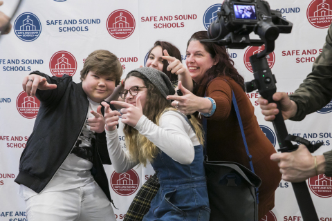 Jeremy Ray Taylor connects with teens and parents at Safe and Sound School's New Year, New Sound event, Jan. 4, 2019. (Photo: Business Wire)