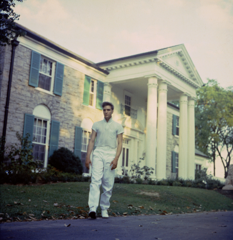 Elvis in front of Graceland (Photo: Business Wire)