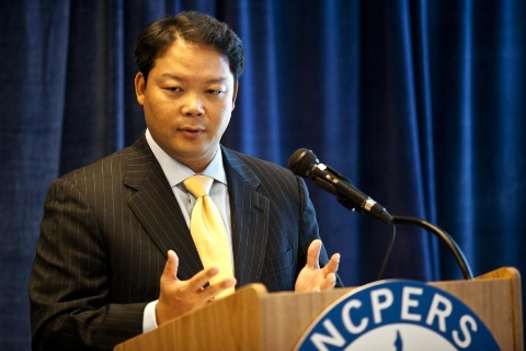 NCPERS Executive Director and Counsel Hank Kim, Esq. announcing the Secure Choice Pension proposal at a news conference in Washington, DC in September 2011 (Photo: Business Wire)