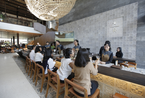 Customers can enjoy their favorite Starbucks handcrafted core and Reserve beverages among the store's locally-inspired design, elevating and celebrating Indonesian tradition. The coffee sanctuary marks the first Starbucks Reserve Bar store in Bali and the tenth Starbucks Reserve Bar store in Indonesia, one of 185 stores around the world, with the majority in Asia. (Photo: Business Wire)