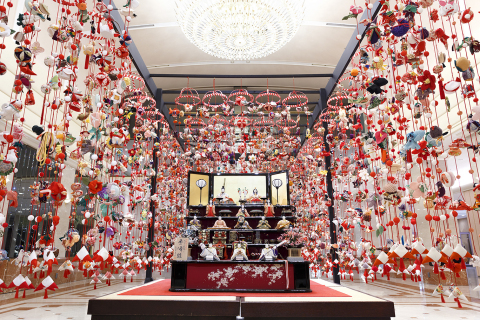 About 6,800 hanging decorative art ornaments meticulously hand stitched from cloth of old silk kimono and traditional wooden dolls including the Emperor and Empress, ladies in waiting, and musicians will be displayed in the Hotel main lobby to celebrate the Girls' Doll Festival. (Photo: Business Wire)