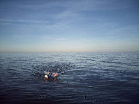 800 kilometers alone across the largest freshwater lake in the world: BWT supports extreme athlete Ernst Bromeis on his spectacular swimming expedition for environmental protection (Photo: BWT / Maurice Haas)