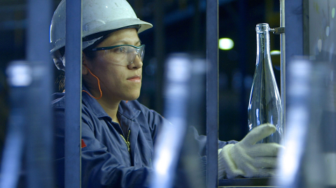 Intracontinental glass producers employ a local workforce, offering a faster, more efficient supply chain. (Image: Glass Packaging Institute)