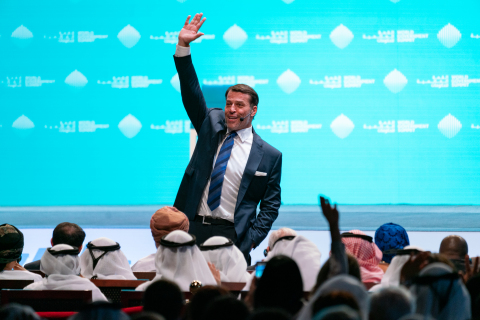 Entrepreneur, life coach and philanthropist Tony Robbins announces humanitarian project with UAE leadership to feed 1 billion people at World Government Summit in Dubai (Photo: AETOSWire)