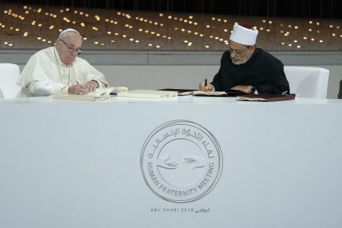 Pope Francis and Grand Imam of Al Azhar Sign Historic Abu Dhabi Declaration for World Peace and Living Together (Photo: AETOSWire)