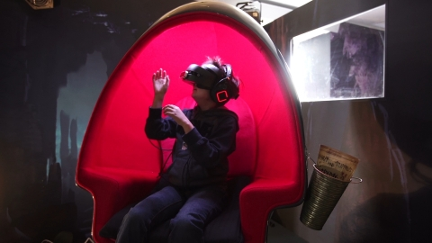 """Walmart customer tests VR experience into the """"hidden world"""" of How to Train Your Dragon. (Photo: Business Wire)"""
