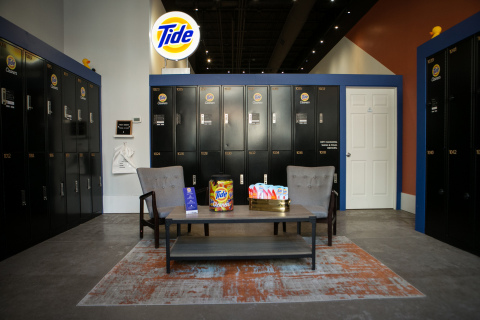 Tide Cleaners storefront in Chicago, Illinois with 24/7 boxes for laundry and dry cleaning drop off and pick up. (Photo: Business Wire)