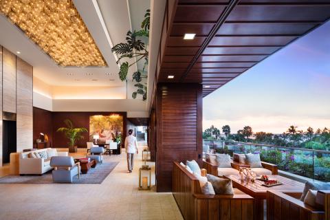 Trump International Hotel Waikiki Lobby (Photo: Business Wire)