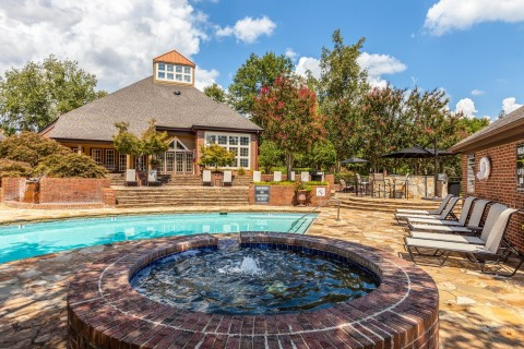 Arium Southpoint, part of an eight-property, 2,883-unit multifamily portfolio located in the Raleigh-Durham area. (Photo: Business Wire)