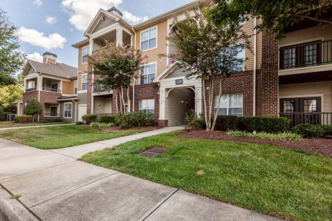 Arium Weston, part of an eight-property, 2,883-unit multifamily portfolio located in the Raleigh-Durham area. (Photo: Business Wire)
