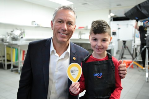 Brody and IHOP President, Darren Rebelez, at IHOP Kid Chef Day (Photo: Business Wire)
