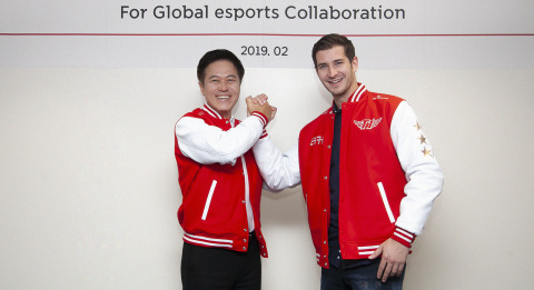 "(Left to Right) SK Telecom CEO, Park Jung-Ho, and Comcast Spectacor President of Spectacor Gaming, Tucker Roberts, at Mobile World Congress in Barcelona upon the announcement of ""T1 Entertainment & Sports,"" a global esports joint venture. 2/24/2019 (Photo: Business Wire)"