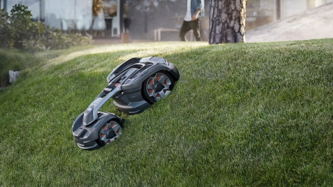 Husqvarna Automower 435X AWD can manage an incline of up to 70% (Photo: Business Wire)