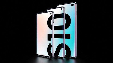 The Future Unfolds: Samsung kicked things off with the surprise debut of the Galaxy Fold. Featuring a dynamic 7.3-inch AMOLED display that can be seamlessly folded to reveal a compact 4.6-inch cover display, the Fold functions as both a smartphone and tablet. (Photo: Business Wire)