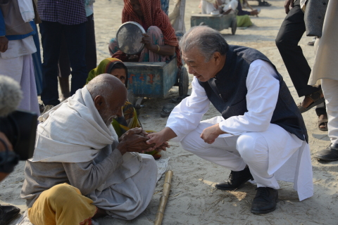 Sasakawa and a person affected by leprosy (India) (Photo: Business Wire)