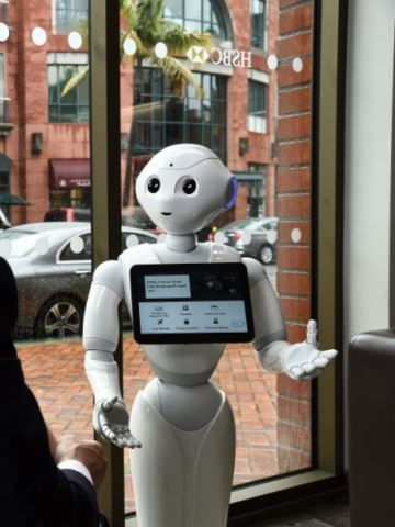Pepper interacts with a customer in Beverly Hills (Photo: Business Wire)