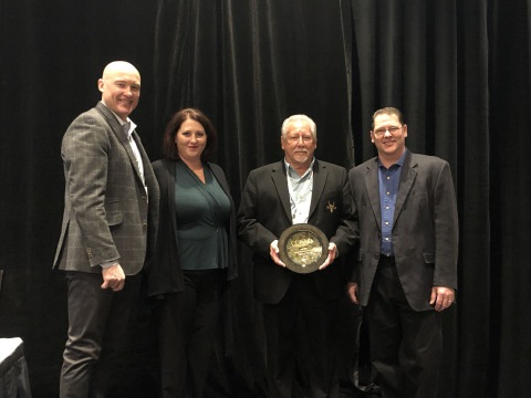 Award Recipient, Jay Giltz (Center), Eagle Crusher Co., 2019 C&D Hall of Fame. Far left: Troy Lautenbach, CDRA president; left, Kris Frank, Giltz's daughter. Far right: Shawn Giltz, son. (Photo: Business Wire)