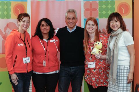 VIPKid Teachers join City of Chicago Mayor Rahm Emanuel and VIPKid Founder and CEO Cindy Mi at VIPKid's fourth regional Journey conference in Chicago, March 9, 2019 (Photo: Business Wire)