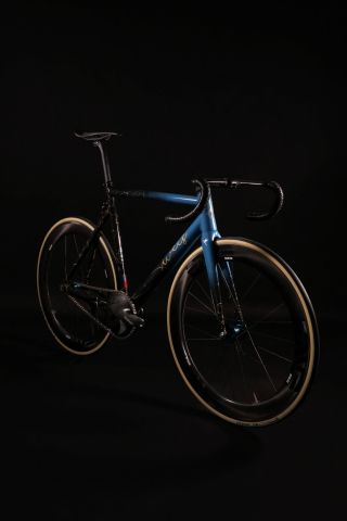 ALLITE® Inc. partnered with Weis Manufacturing to co-develop the ALLITE Super Magnesium™ concept bike that will be unveiled at the North American Handmade Bicycle Show (NAHBS) in Sacramento, Calif. on March 15-17, 2019. The exclusive project collaboration merges ALLITE's revolutionary new alloys with the unique design and notable geometry of Weis' bikes. (Photo by ALLITE® Inc.)