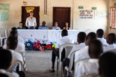 During a recent trip to Uganda, Denver-based Western Union Foundation Executive Director, Elizabeth Roscoe shared advice and leadership lessons with the Whitaker Peace & Development Initiative's youth peacemaker network at a refugee settlement in Kiryandongo. (Photo: Business Wire)