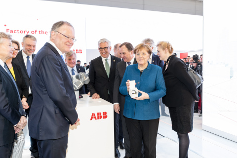 From right to left: Angela Merkel, Federal Chancellor; Stefan Löfven, Prime Minister of Sweden; Ulrich Spiesshofer, CEO ABB; Bernd Althusmann, Economic Minister of Lower Saxony; Stefan Weil, Prime Minister Lower Saxony; Hans-Georg Krabbe, Managing Director Germany; Anja Karliczek, Federal Minister of Education and Research; Jacob Wallenberg, Vice Chairman of the Board of Directors ABB (Photo: Business Wire)