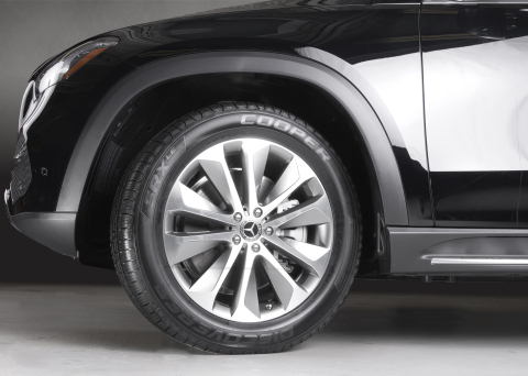 A premium all-season SUV and CUV tire, the Cooper Discoverer SRXLE has earned acclaim for superior innovation, technical achievement, quality and workmanship. It features advanced performance construction to deliver maximum steering response, stability in handling maneuvers and a smooth, comfortable ride. (Photo: Business Wire)