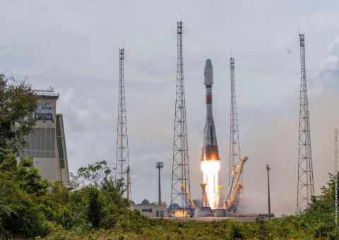 Satélites O3b são lançados com sucesso expandindo a Constelação MEO da SES (Credit: Arianespace)