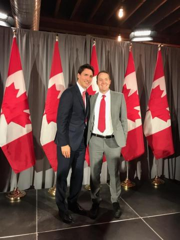 Frelii CEO, Ian Jenkins (Right) met Canada Prime Minister, Justin Trudeau (Left). Discussion included how AI and DNA analysis can advance the medical cannabis industry. (Photo: Business Wire)