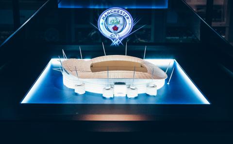 The Manchester City Tour 3D holographic crest exhibit (Photo: Business Wire)