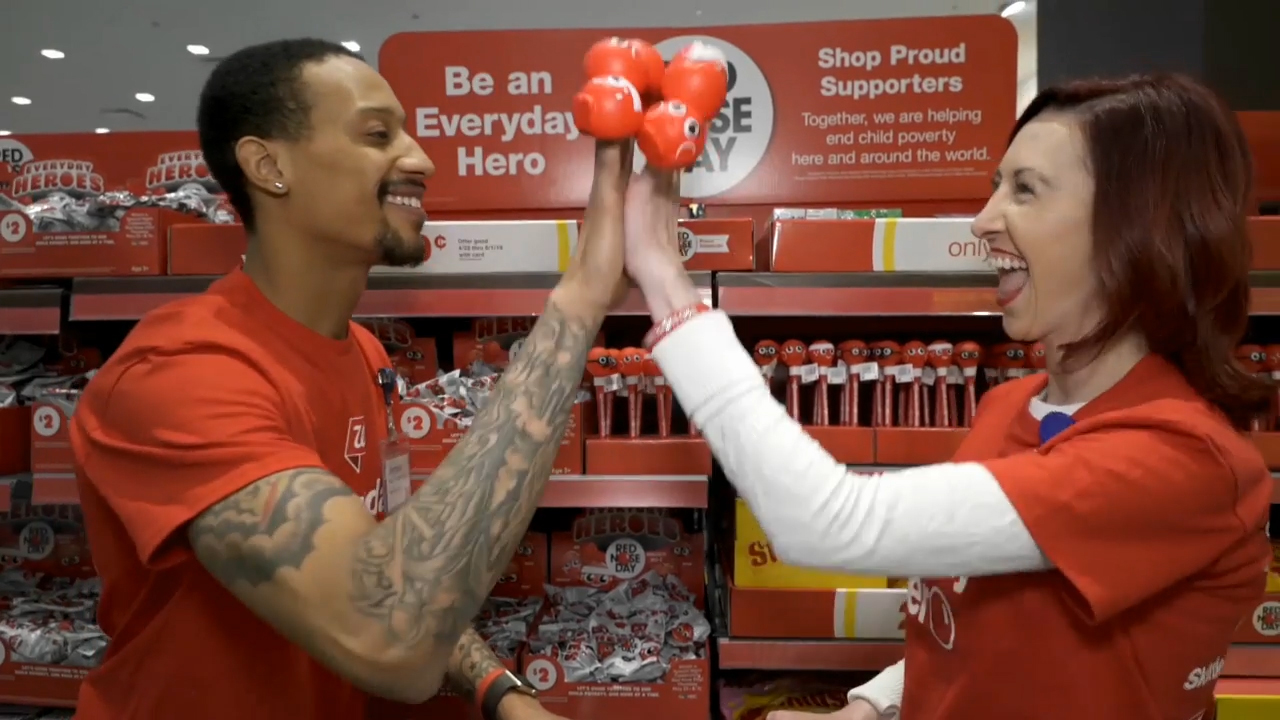 #HeroHighFive challenge begins with Walgreens team members at State & Randolph in Chicago