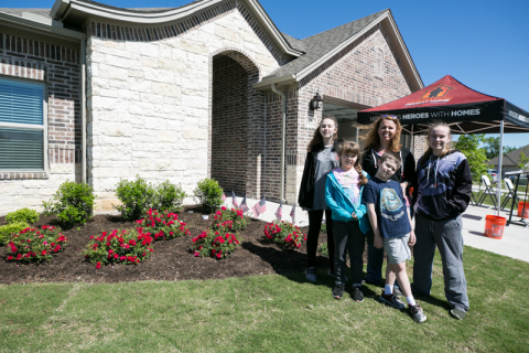A U.S. Army veteran received the keys to her new custom-built, mortgage-free home, thanks in part to a $10,000 Housing Assistance for Veterans grant from the Federal Home Loan Bank of Dallas. (Photo: Business Wire)