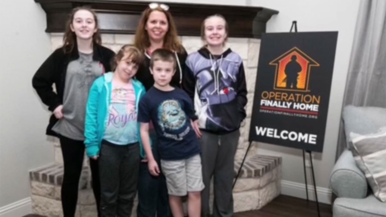 A U.S. Army veteran received the keys to her new home, thanks in part to a $10,000 Housing Assistance for Veterans grant from the Federal Home Loan Bank of Dallas.