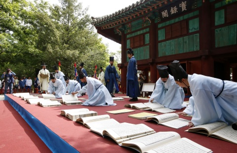 Jeonju City announced that large-scale cultural festivals including the 20th Jeonju International Film Festival and Jeonju Hanji Culture Festival will take place in Jeonju, the most Korean city and one of the major tourist cities in Asia in May 2019. The 20th Jeonju International Film Festival (JIFF) will be held from May 2 to 11 at Jeonju Movie Street and Palbok Art Factory. 23rd Jeonju Hanji Culture Festival is going to take place at Korea Traditional Culture Center from May 4 to 6. In addition a bunch of cultural events will take place in Jeonju are Airing out The Annals of the Choson Dynasty, a reenactment of traditional event where people hung out the annals to dry (May 5), and Night of Jeonju & Heritage Story (May 25-26), which allows visitors to experience Jeonju's cultural heritage, nightscape, and various cultural contents in one place, and Jeonju Daesaseup Festival (June 7-10), which features Pansori, a traditional Korean musical genre. (Photo: Business Wire)
