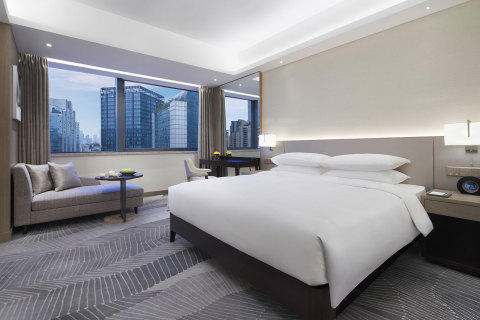 King guestroom at Hyatt Regency Liberation Square Chongqing (Photo: Business Wire)