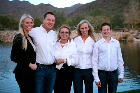 Roberts Family pictured left to right: Lauren, Scott, Barbara, Nicole and Max (Business Wire)