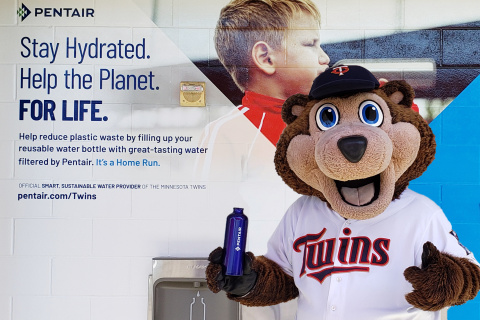 TC Bear fills up his reusable water bottle with filtered, great-tasting water at one of the nine Pentair Water Filtration Stations at Target Field. (Photo: Business Wire)