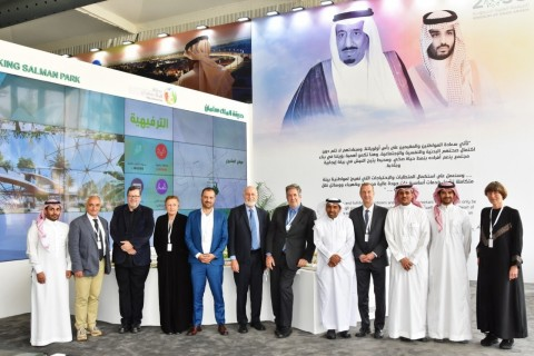 Group picture of the international experts attending Riyadh's Lifestyle Transformation Forum (Photo: AETOSWire)