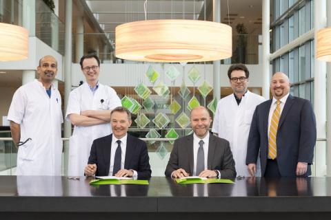 F.L.T.R. sitting: Karel Ronday, Director of Medical Affairs Haga Hospital and Steve Wedan, CEO of Im ...