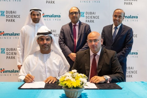 Back Row (From left to right): Abdulla Belhoul, Chief Commercial Officer - TECOM Group, H.E. CG Vipul, Consul General of India. Dr. Rangesh Paramesh, Chief Scientific Officer – Himalaya Global LTD Front Row (From left to right): Marwan Abdulaziz Janahi, Managing Director – Dubai Science Park, Neil Cabral, Executive Director- Himalaya Global LTD (Photo: AETOSWire).