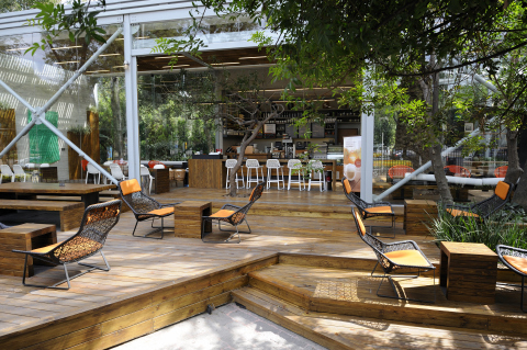 Located in Chapultepec Reforma, Mexico, this green store utilizes an open-air café with integrated landscape features. (Photo: Business Wire)