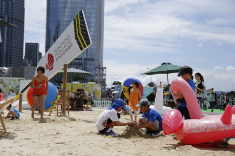 """As a true summer party, the Hong Kong Dragon Boat Carnival will continue to feature an man-made beach and the """"Splash Fun Area"""". Lounge chairs and water guns will be available with new water games for the local public and visitors to sunbathe and enjoy a splashing time in Central. (Photo: Business Wire)"""