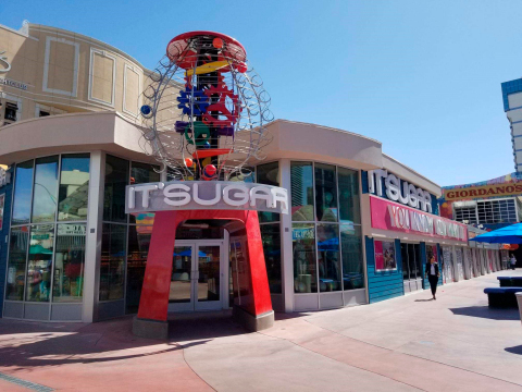 IT'SUGAR flagship store on the Las Vegas Strip. (Photo: Business Wire)